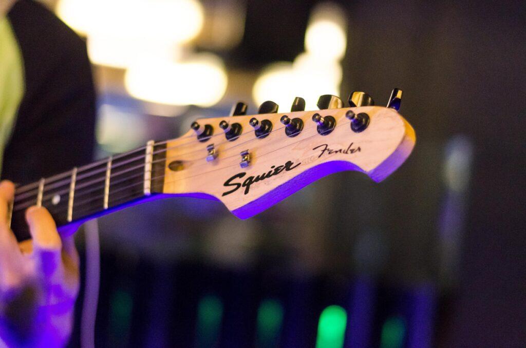 Best Lightweight Bass Guitars_audiowavegeek